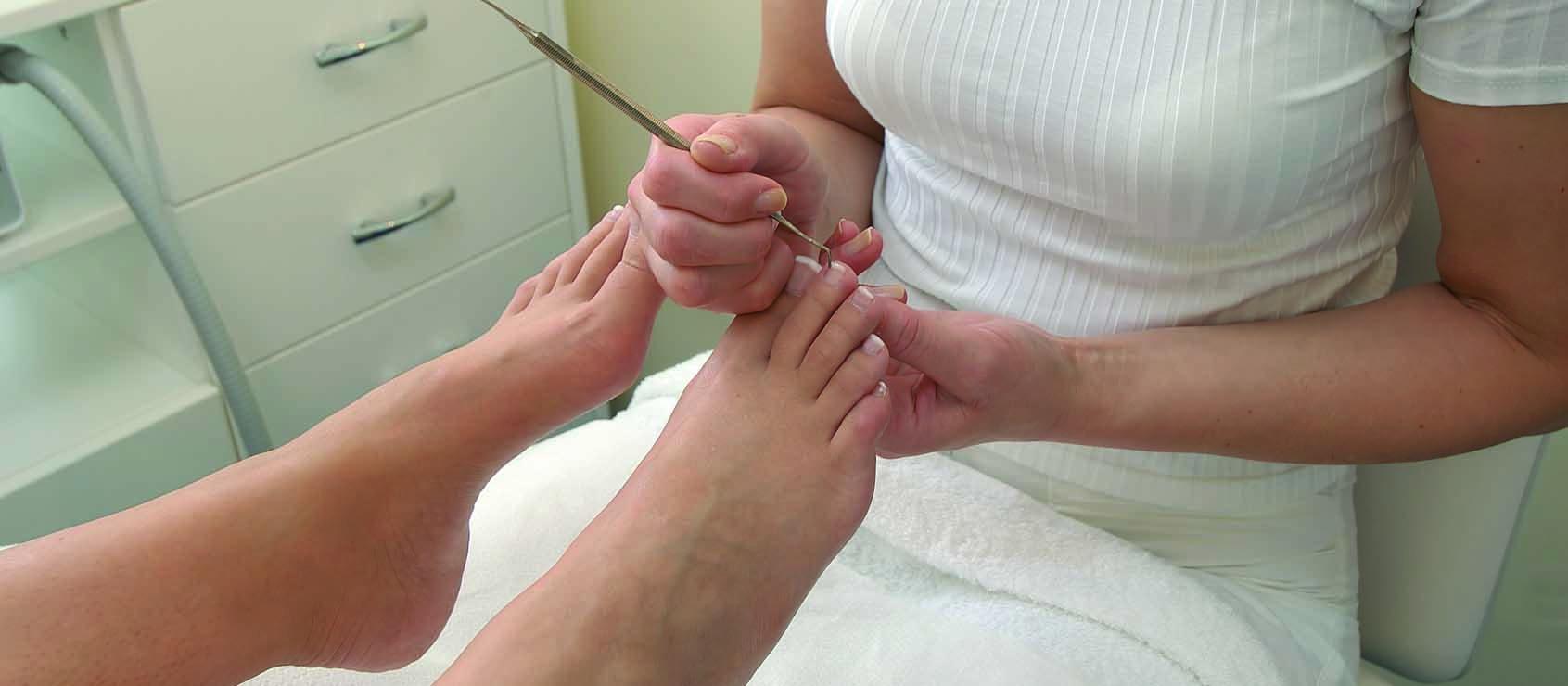 Врастают ногти из-за аппаратного педикюра